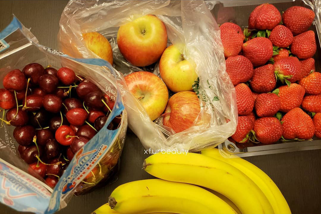 shopping for healthy fruits and vegetables